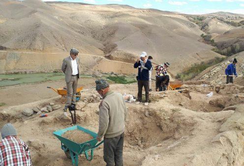 مطالعه بقایای حمام تاریخی با لوله های سفالی در گرمی